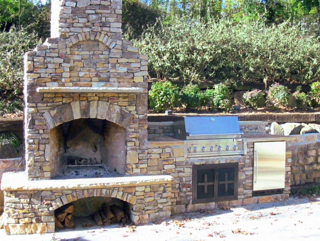 Sandy-Springs-Outdoor-Stone-Frieplace-Grill-Paces-Construction-Atlanta