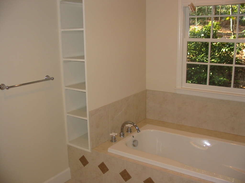 Garden-Tub-Towel-Cubbies-Buckhead-Paces-Construction-Atlanta